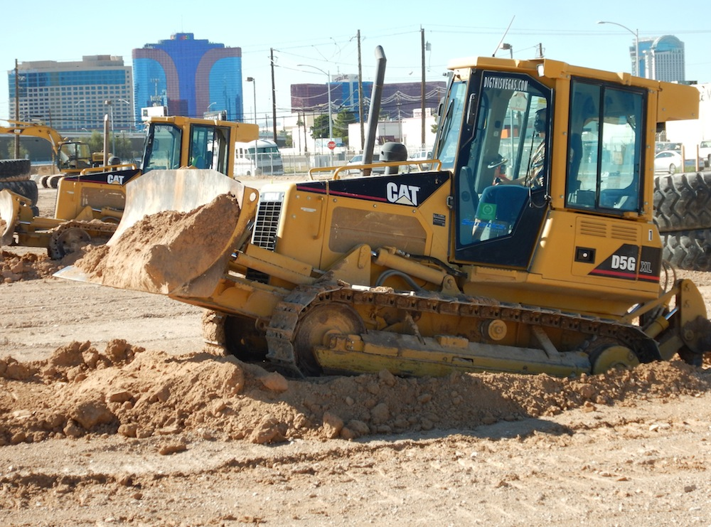 The hotels and casinos of the Las Vegas Strip are just across the freeway from Dig This. (Photo by Tom Adkinson)