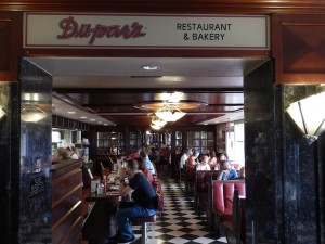 The entrance to Du-Pars is unassuming, but the food is great. (Photo: Tom Adkinson)